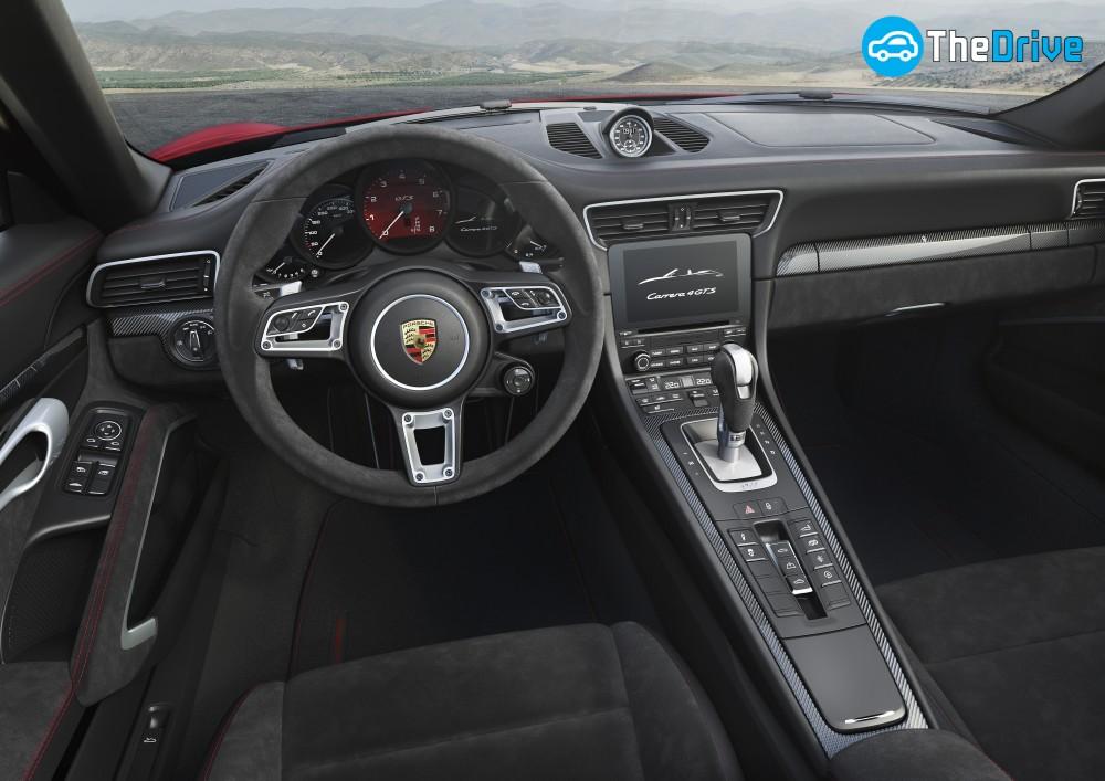 911 카레라 4 GTS 카브리올레 인테리어